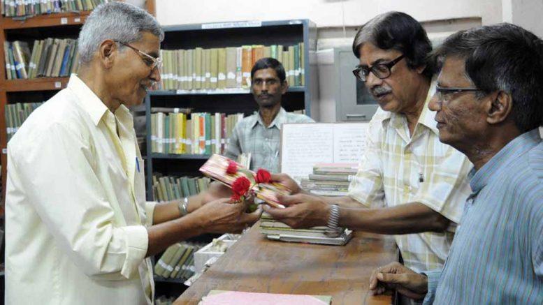 Joydeb Roy being felicitated in Krishnanagar Public Library