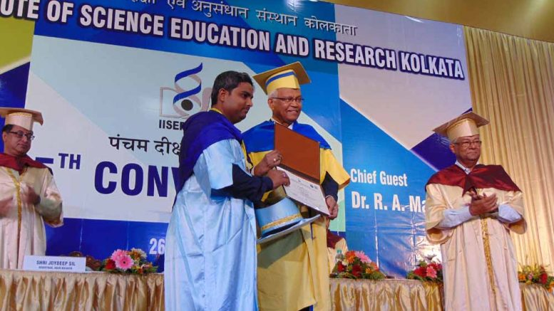 Professor RA Mashelkar handing over medal to a student at the 5th convocation of IISER-K on Friday in Mohonpur