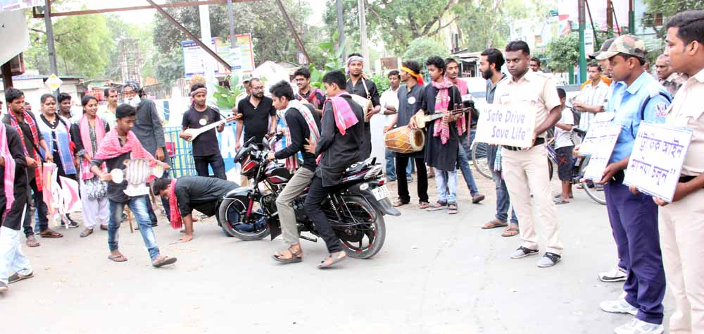 Members of 'Drohoja' theatre group performing in Phulia to improve road safety awareness. Picture by Abhi Ghosh
