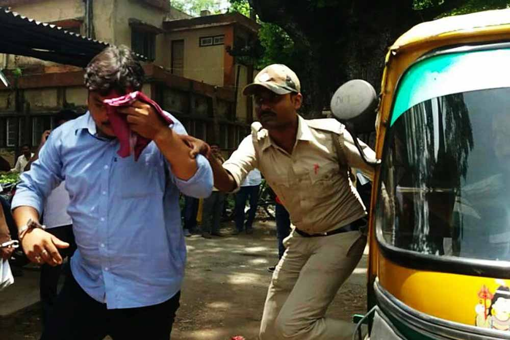 Arrested fake doctor Anil Kumar Das being taken to ACJM court in Ranaghat on Thursday. Picture by Tito Chakraborty