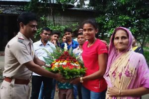 Devbashree being handed over with a bouquet by a police officer