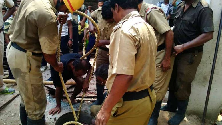 Fire brigade personnel recovering the bodies of the deceased labourers from the tank in Nabadweep. NfN Picture