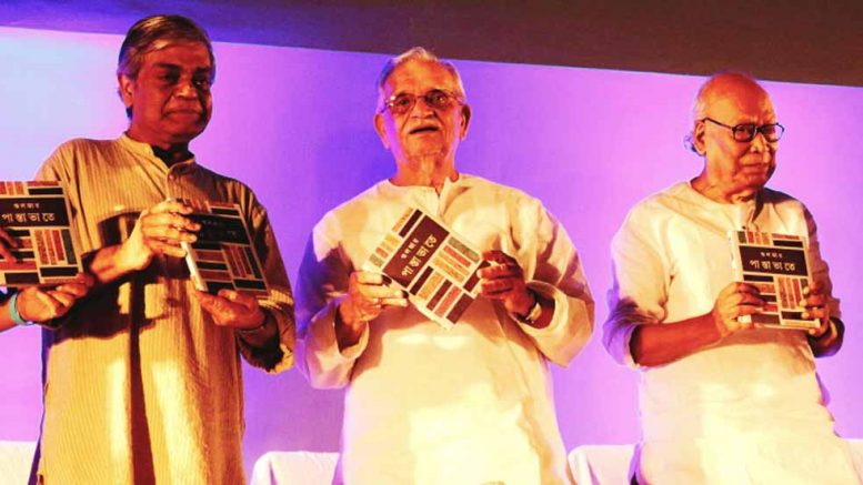Gulzar flanked by Sandip Ray and Sankha Ghosh