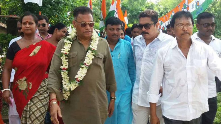 Sankar Singh campaigning for Trinamul Congress candidates in Coopers camp