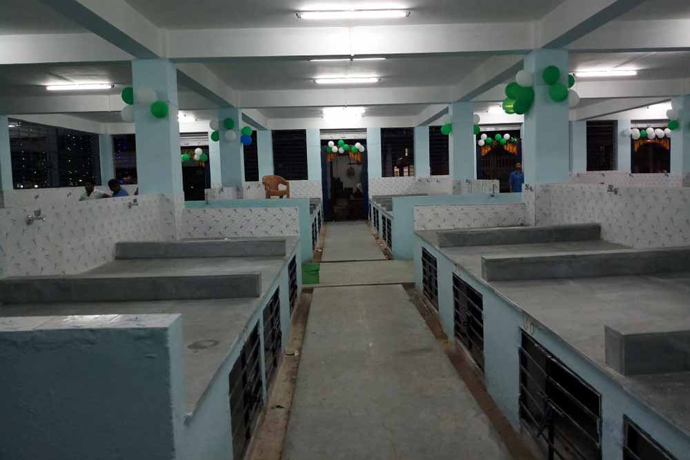 The new stalls inside the fish market. Picture by TAPAN DAS