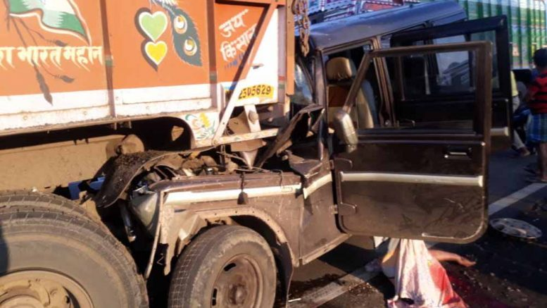 The Bolero that hit a lorry on its back on NH34