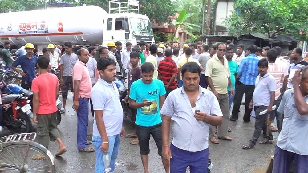 Drivers blocked the way of trucks at Indian Oil Plant in Kalyani on Friday