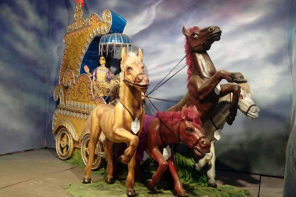 A model of Lord Krishna preaching Arjun...