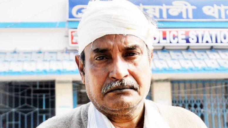 Injured teacher Mahim Ranjan Ganguly at Krishnanagar police station