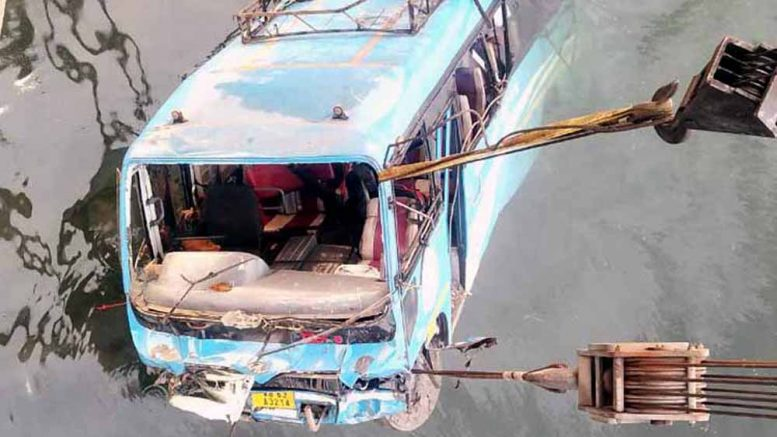 The fateful bus being removed from Ratnakar Bil on Monday evening