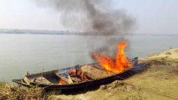 A boat of soil mafias set on fire in Methirdanga