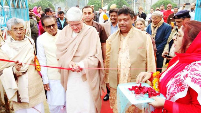 Gopalkrishna Gandhi inaugurating the main pavilion of the 21st Banga Sanskriti Utsav in Kalyani