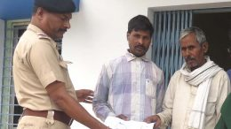 Abhoy Kumar (centre) with his father and a police officer in Karimpur. Picture by Ashis Pramanik