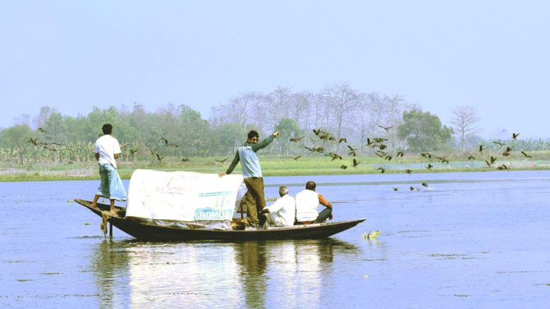 Fishermen on vigil at Damos Bill in Tehatta