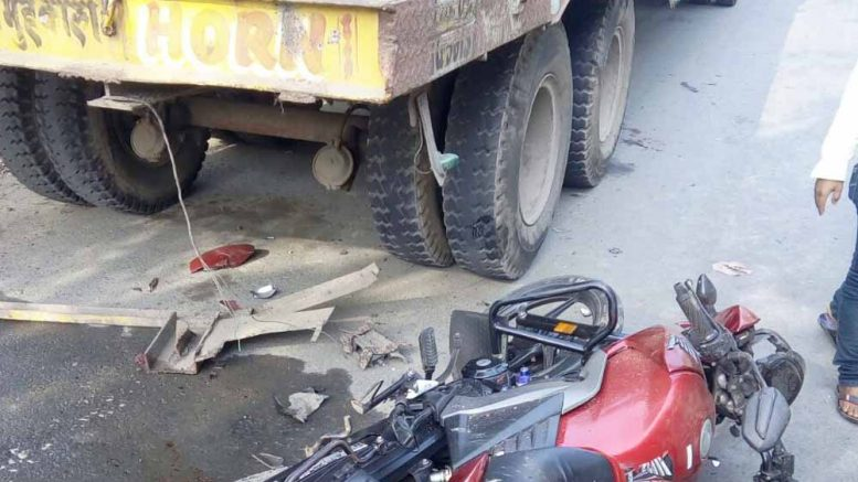 Motorbike of Rakesh Kundu lying on the road near the lorry