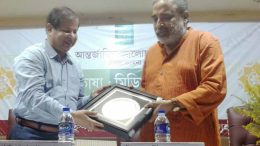 Senior Journalist Suman Chattopadhyay being felicitated by Vice chancellor Sankar Kumar Ghosh