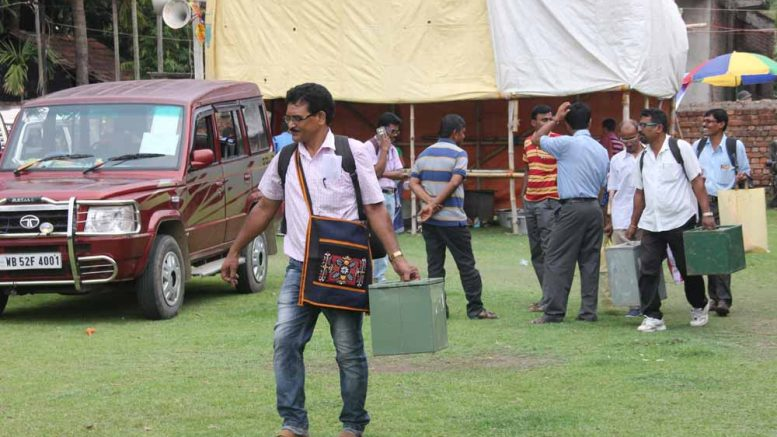 Polling personnel leaving for poll stations in Krishnanagar