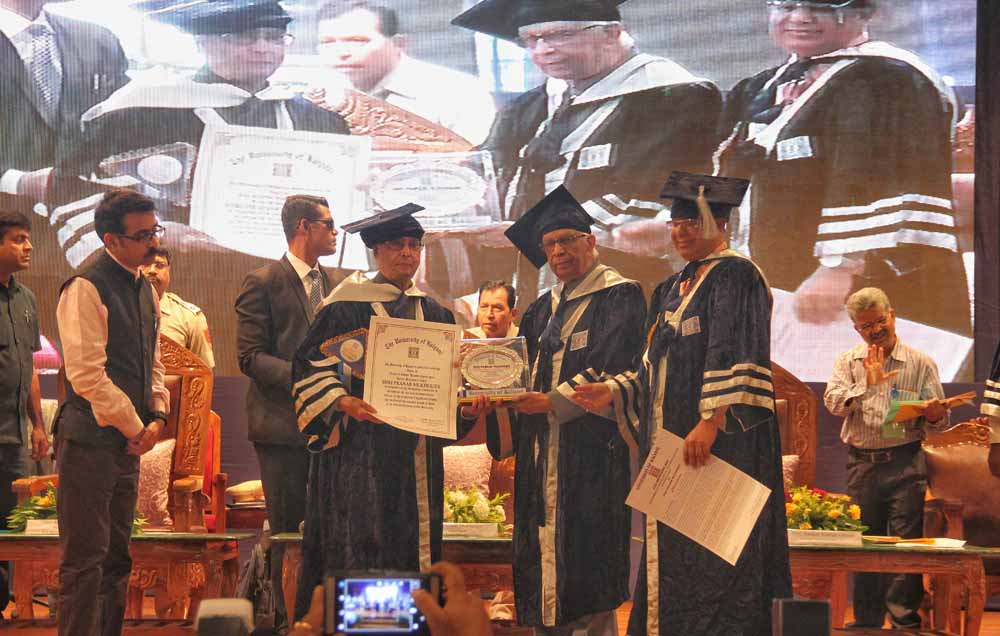 Former President Pranab Mukherjee receiving DLitt from Bengal Governor Kesharinath Tripathy in Kalyani.