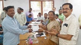 Farmers receiving cheques from MLA Nilama Nag and Nadia ZP member Chanchal Debnath