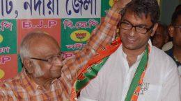 Satyabrata Mookherjee (Julu Babu) blesses BJP candidate Kalyan Chaubey