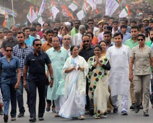 Mamata walks with party supporters in Santipur (Abhi Ghosh)