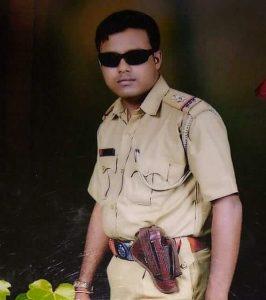 Rabiul posing as a cop