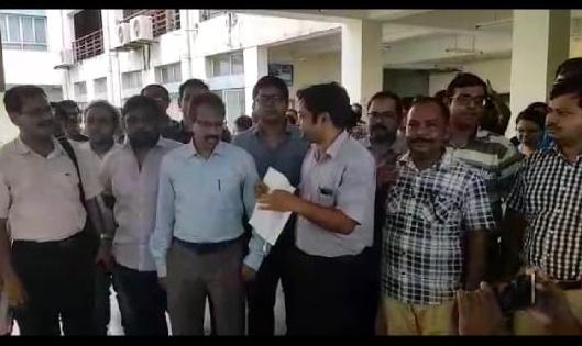 Doctors with the resignation letter at College of Medicine & JNM Hospital in Kalyani