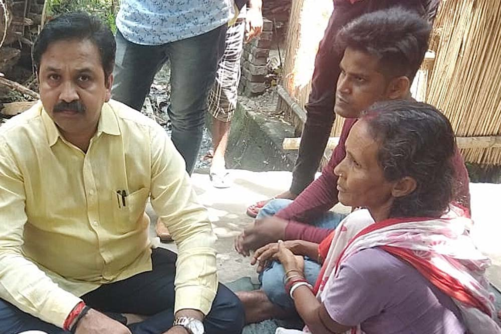 ABVP's in-charge of all India University affairs Shreehari Borikar speaking to mother of a student injured in bomb attack in Kalyani