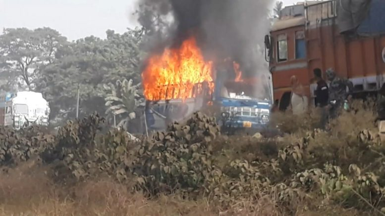 Bus set on fire by the violent mob in Panchpota, Chakdaha