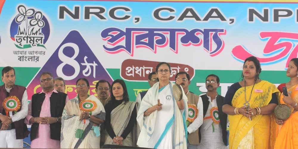 Mamata Banerjee in Habibpur Chhatimtala ground near Ranaghat on Tuesday