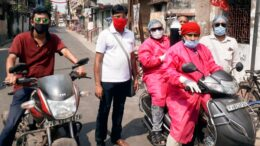 Red volunteers rush with oxygen cylinder